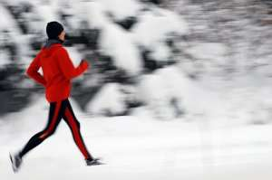 woman-running-snow